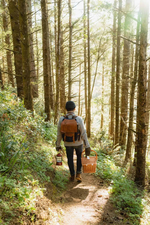 Berty Mandagie mientras camina por el Oregon Coast Trail
